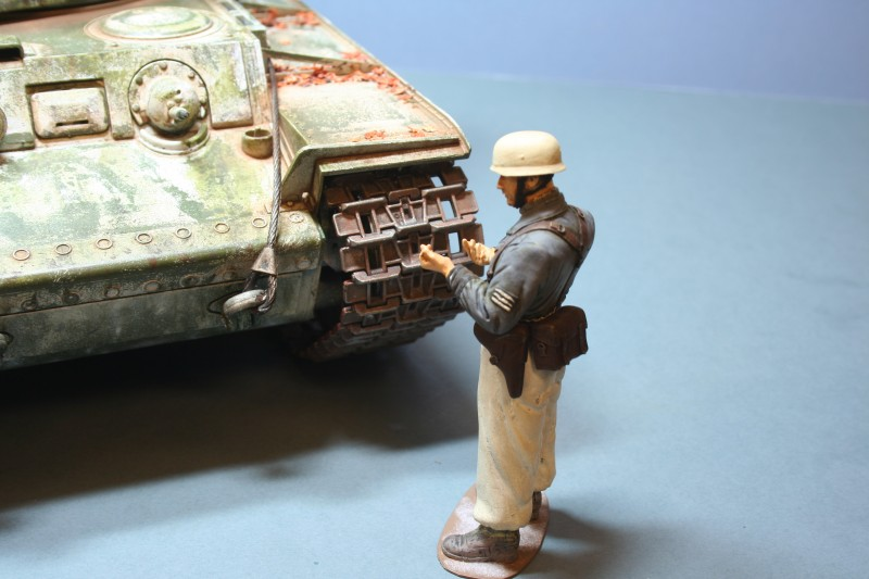 1/16 Scale German missing his weapon!
