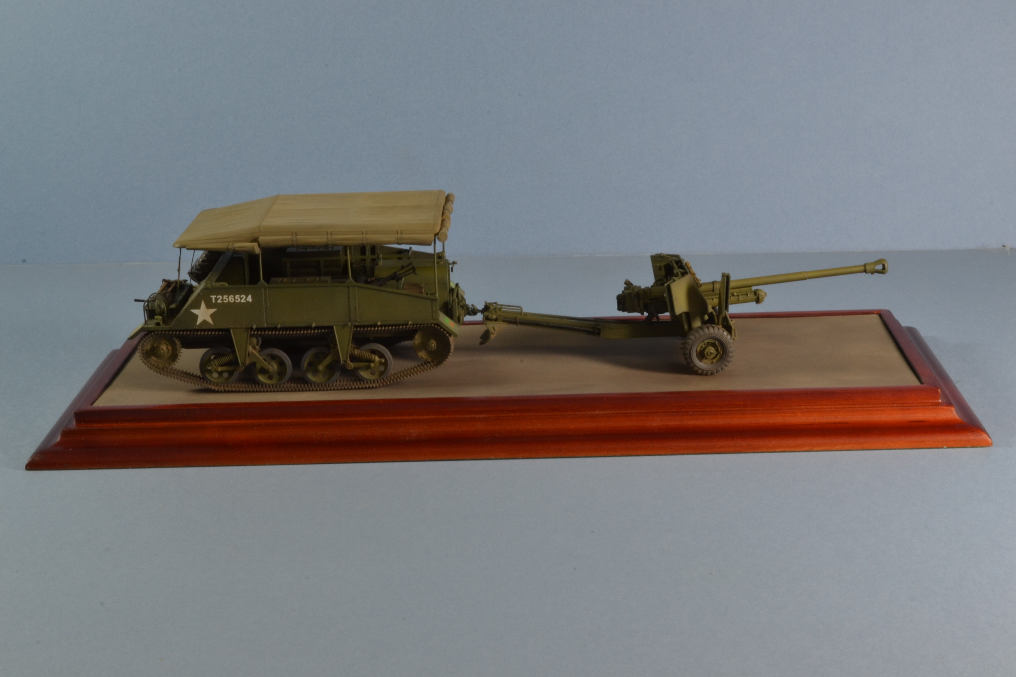 Loyd Carrier + 6 pdr
